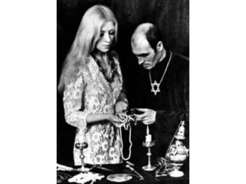 Maxine and Alexander Sanders performing a ritual
